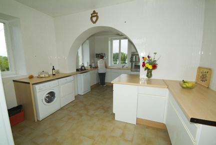 gites-with-pool.co.uk-ardoux kitchen, 5 bedroom gite with self catering accommodation for 10 people
