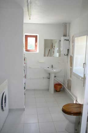gites with pools Frene gite bathroom image