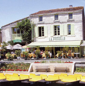 la Pigouille restaurant on the river bank
