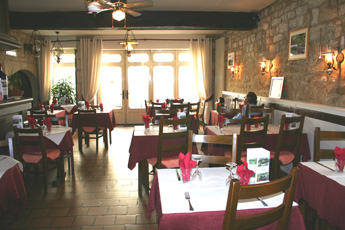 the dining room at le Pappagallo