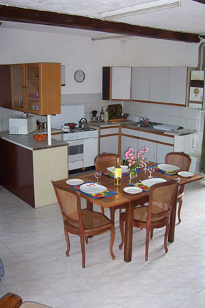 Tour-kitchen-diner-upright