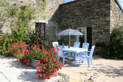 sapin-cottage-patio2
