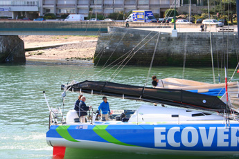 Mike Goldings ECOVER arriving at les Sables d'Olonne